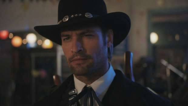 Community-S2-2x23-A-Fistful-of-Paintballs-josh-holloway