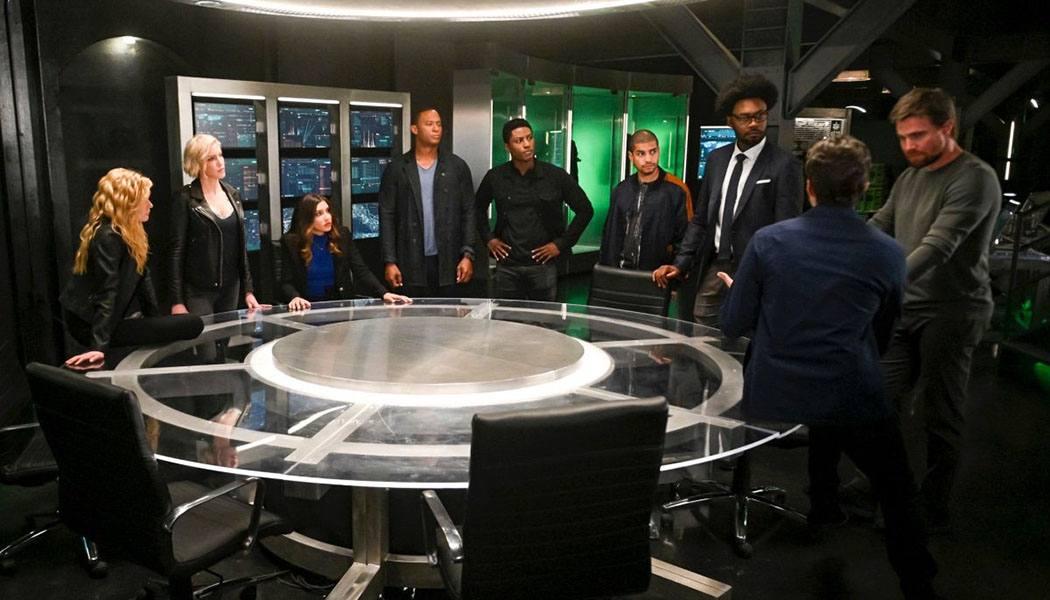 Imagem do episódio 8x04 de Arrow une passado e futuro