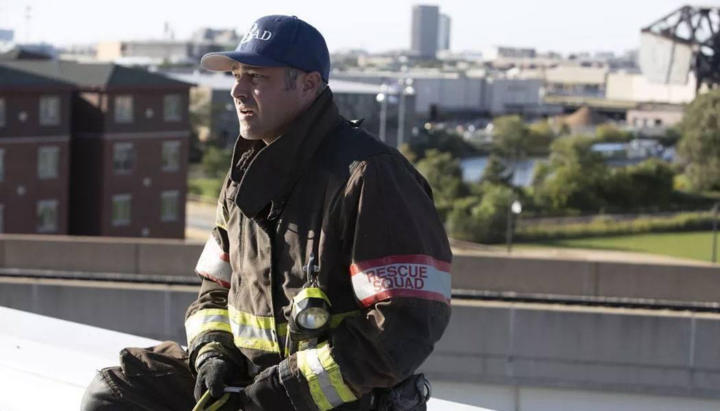 Severide deixa batalhão no 8x07 de Chicago Fire