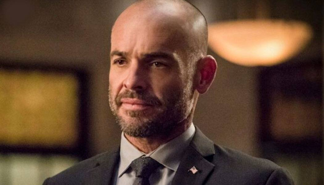 Paul Blackthorne em cena de Arrow