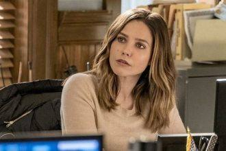 Sophia Bush em This Is Us presta homenagem a Chicago PD